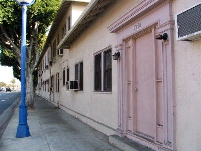Rt. 66: West Hollywood, back wall of Warner Studio