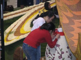 Rt. 66: 2008 Tournament of Roses Parade: decorating floats 4