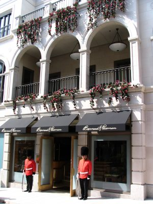 Sunset Boulevard - Part 12.5: Rodeo Drive, Rodeo Place guards
