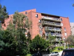 Sunset Boulevard - Part Sixteen: Brentwood, apartments 3