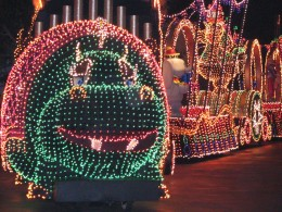 Disneyland and California Adventure Part 4: Electric Parade 1