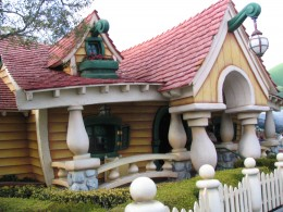 Disneyland and California Adventure Part 4: Minnie's house