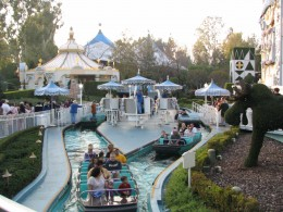 Disneyland and California Adventure Part 4: it's a small world boats