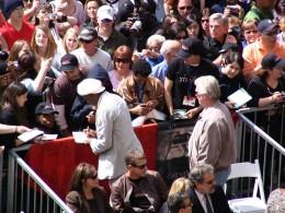 Samuel L Jackson signing autographs 2