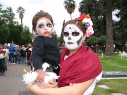 Day of the Dead 2008: mother and daughter
