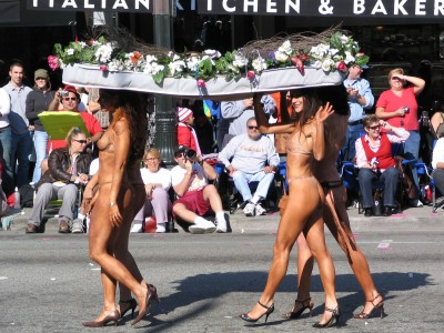 2008 Doo-Dah Parade: 4 nearly naked women carrying a bed of roses