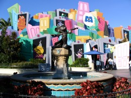 Disneyland-and-California-Adventure-Part-1-Mickey-Mouse-fountain