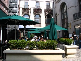 Sunset Boulevard - Part 12.5: Rodeo Drive, courtyard dining