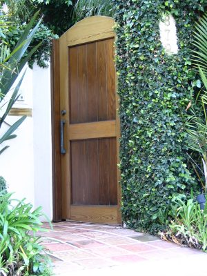 Sunset Boulevard - Part Sixteen: Brentwood, Nicole's door