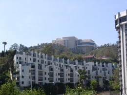 Sunset Boulevard - Part Sixteen: Brentwood, apartments 1