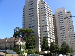 Wilshire Blvd Part 5: charming apartments in context