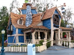 Disneyland and California Adventure Part 4: Goofy's House