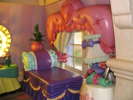 Disneyland and California Adventure Part 4: Minnie's bedroom