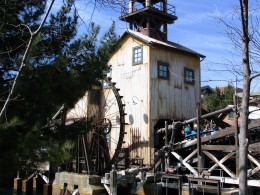 Disneyland and California Adventure Part 7: Grizzly River Run 1