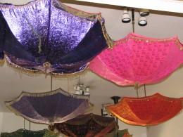 Merkato Restaurant: umbrellas