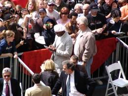 Samuel L Jackson signing autographs 1