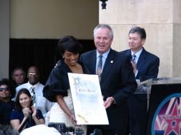 Angela Bassett: gets certificate