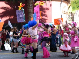 Hollywood Antiwar March: Balloons Not Bombs