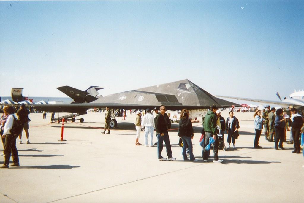 F-117 Stealth bomber, 2
